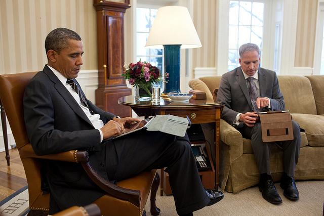 2012_08_obamacomputer
