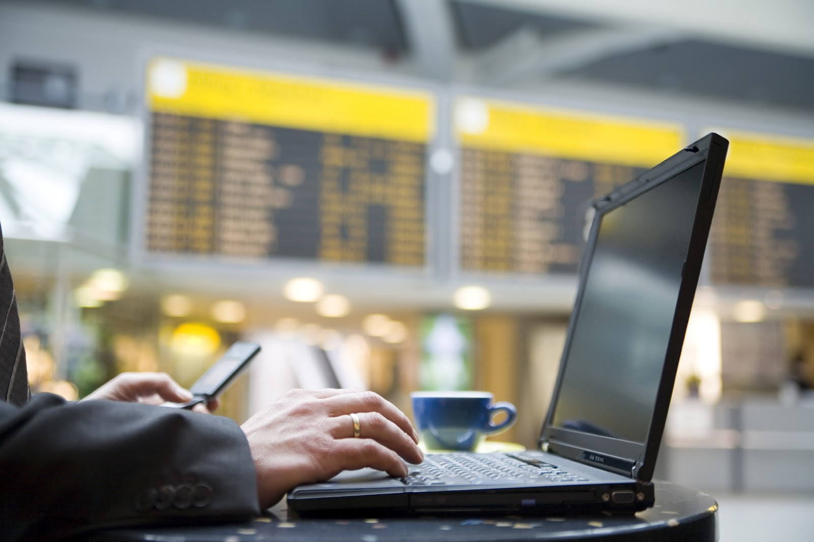 2014_07_Laptop-at-airport