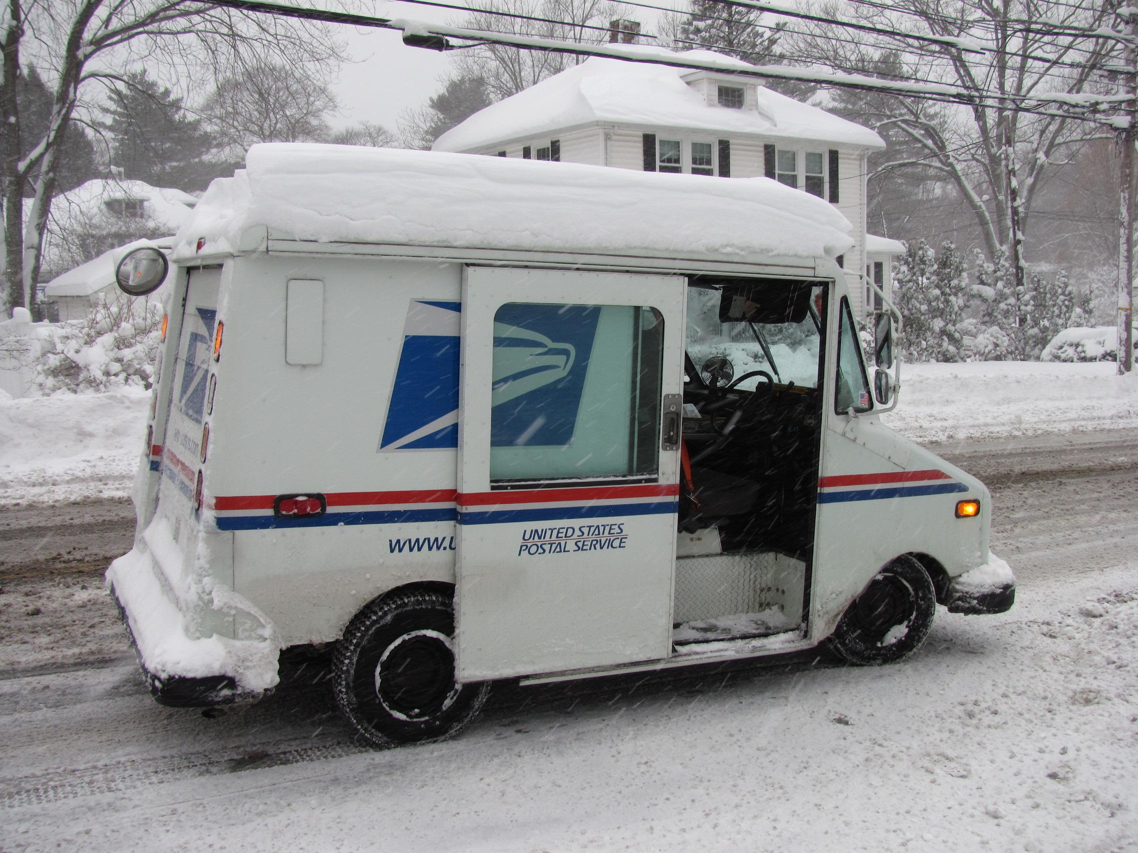 2014_06_USPS_Truck_in_Winter_Lexington_MA