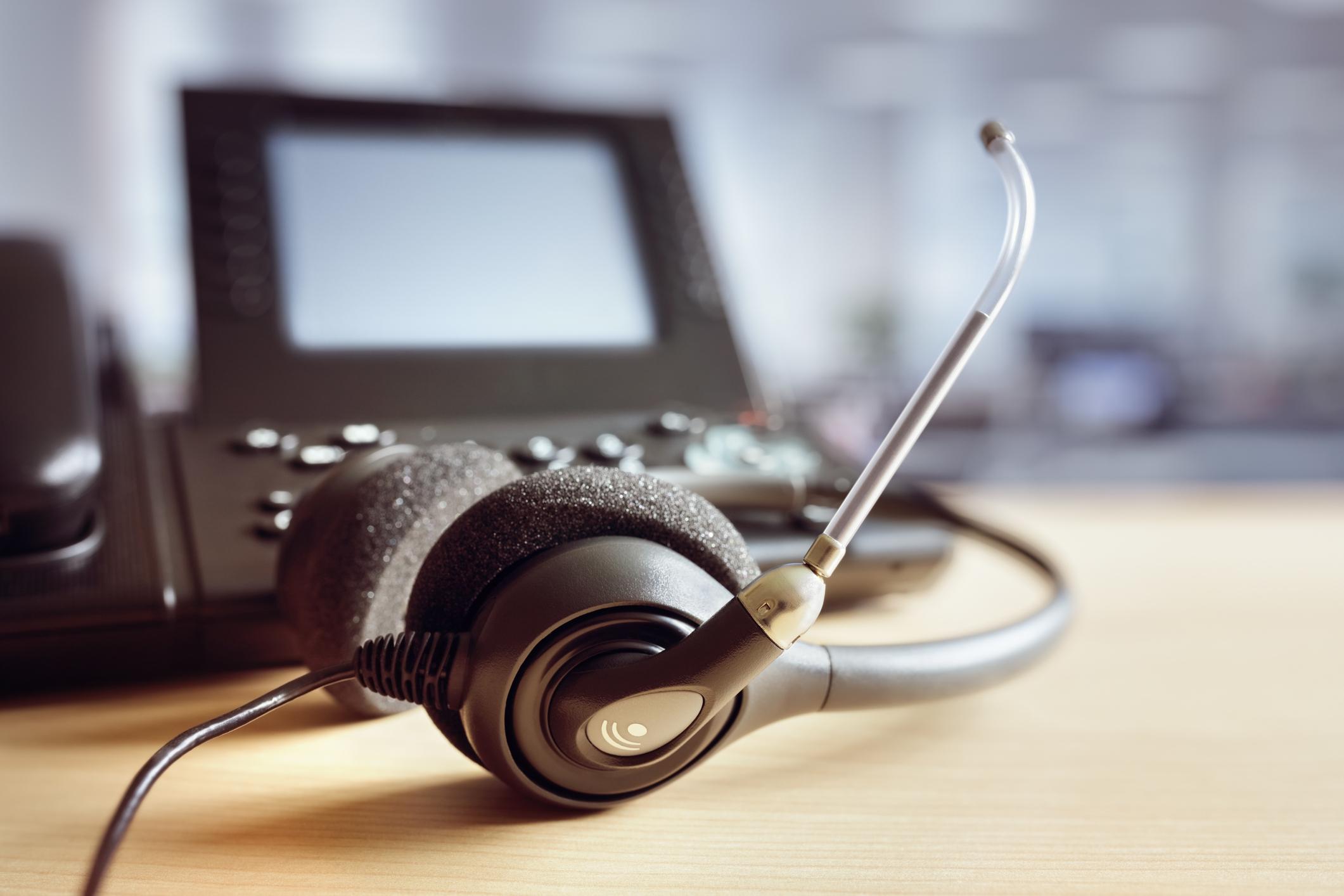 Headset headphones call center customer service customer satisfaction